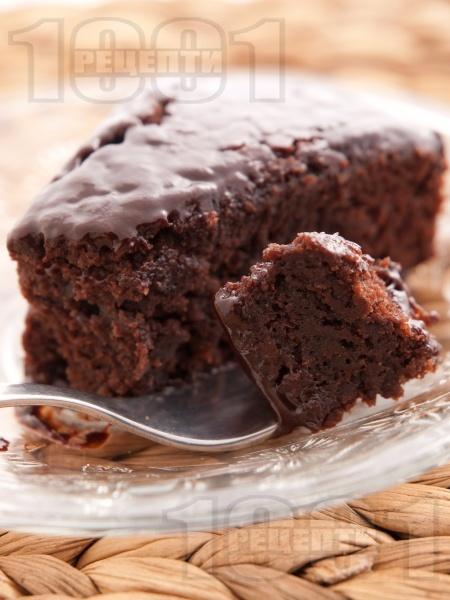 Вкусен, лесен и оригинален какаов сладкиш / кекс с майонеза и крем от шоколад и течна сметана (без яйца) - снимка на рецептата